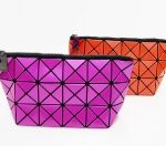 TROUSSE. ISSEY MIYAKÉ. VIOLET, ORANGE.