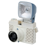 Camera « Diana Mini Jiyu ». © In linen and plastic. Loves Japan limited edition. 99 €. Lomography. http://www.lomography.com