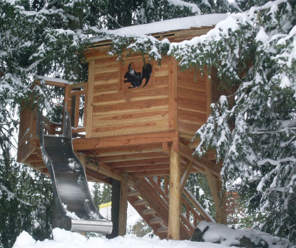A TREEHOUSE IN LES AIRELLES