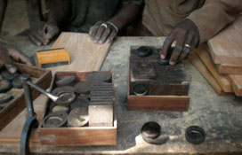 perfumes compacts in ebony wood