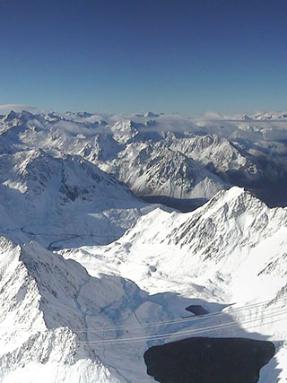 Pic du Midi. Luxurious and discret voutain tips february 2016. @plumevoyagemagazine © DR