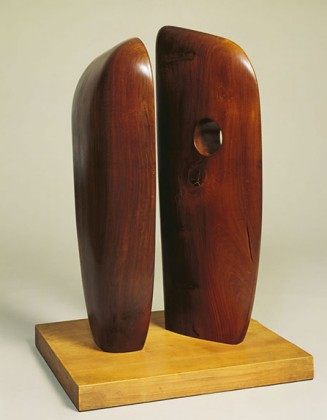 Dame Barbara Hepworth, Forms in Echelon, 1938,Tulipwood on elm base, © DR @ Plume Voyage Magazine