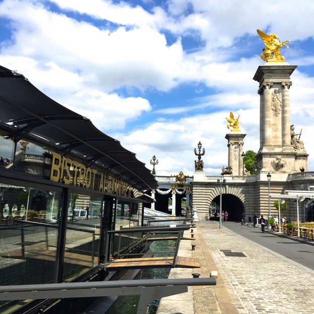 Bistrot Alexandre III on the Seine © DR