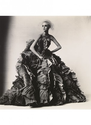 Irving Penn, Ball Dress by Olivier Theyskens for Nina Ricci New York © Condé Nast @Plume Voyage Magazine
