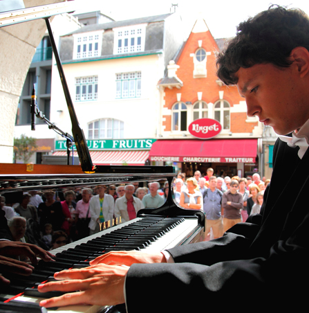 6e Pianos Folies, Touquet. Courtesy Les Pianos Folies
