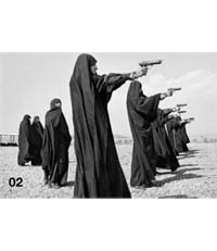 Last Call. Shooting Practice par Jean Gaumy, Teheran, Iran, 1986. Courtesy CO Berlin