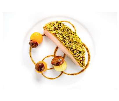 Young Chef Thibaut Ruggeri, named the Bocuse d'Or 2013, has designed five dishes for the passengers of long-haul Air France Business class.
