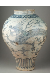 Korean dragon jar, First half of the eighteenth century official Fours Gwangju, Gyeonggi Province Porcelain cobalt blue underglaze decoration, Don Collin de Plancy, 1894 © RMN – Grand Palais (Sèvres – Cité de la céramique) / Martine Beck-Coppola