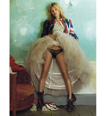 Vogue 2008,Kate Moss at the Master Shipwrights House. C'est maintenant février 2016 PLUME VOYAGE. @plumevoyagemagazine © Deptford by Mario Testino
