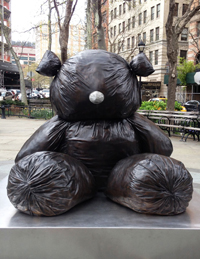 « Gimhongsok, Bearlike Construction » à Tribeca Park, New York