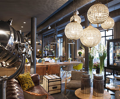 Located between République and Bastille, in the eleventh arrondissement of Paris, Hôtel Fabric is located in a former textile factory
