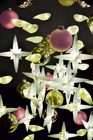 A porcelaine Christmas tree from Limoges at the Royal Monceau-Raffles Paris